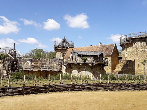 guedelon construction du chateau